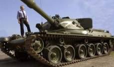 شاب سويدي من اجل التنقل على الجليد اشترى دبابة سوفياتية