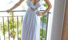 ليندساي لوهان تلفت الانظار في فستان منخفض عند الصدر في زفاف كيم..بالصور