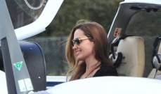 انجلينا جولي تصطحب ابنها مادوكس 10 اعوام لتعلم الطيران..بالصور