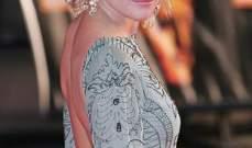 سيينا ميلر تعرض ثيابها لاغاثة ضحايا الكوارث