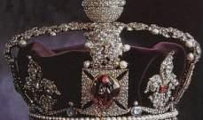 قصر باكنغهام يقيم معرضاً لمجوهرات ملكة بريطانيا لمناسبة يوبيلها الماسي