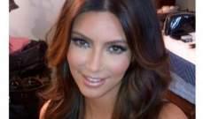 كيم كارداشيان تنشر صور لون شعرها الجديد وهي ترتدي حمالة صدر