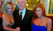 بيل كلينتون مع ممثلتين إباحيتين..بالصورة