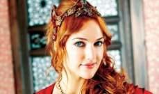 السلطانة هيام وخطيبها: رومانسية النبيذ وعناق الحب على متن اليخت