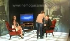 مذيعة بدون ملابس داخلية تحاور رئيس حكومة صربيا..بالفيديو