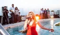 التونسية إيمان الشريف تغني بحوض السباحة أمام جمهورها وتستعرض..