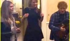 تايلور سويفت وكارا ديليفيني وإيد شيران يغنون سوياً