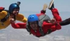 زاك إيفرون يقفز من الطائرة .. بالفيديو