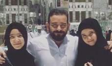 أحمد عادل برفقة إبنتيه في مكة المكرمة..بالصورة