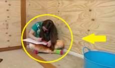 لإنقاذ حياة ابنتها.. سجنتها في صندوق خشبي