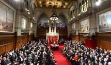 """سيدة خلعت ملابسها داخل البرلمان الكندي بسبب """"قانون الإرهاب"""""""