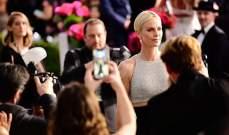 هكذا أطلت جينيفر أنيستون وسكارليت جوهانسون وتشارليز ثيرون في حفل SAG Awards