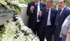 رفاق أوفياء عند ضريح ريمون جبارة في ذكرى أربعينه