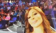 إليسا تلتقط سيلفي مع جمهورها في إكس فاكتور