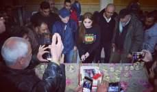 """أسرة """"مقامات العشق"""" تحتفل بعيد ميلاد نسرين طافش-بالصور والفيديو"""