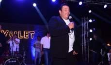 بالصور- محمد فؤاد يحيي حفلاً ويلتقط الصور مع الجمهور