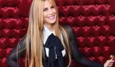 """منة حسين فهمي تحتفل بعيد ميلادها وتغني لوالدها """"يا واد يا تقيل""""-بالفيديو"""
