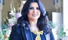منى الشاذلي تدعو لـ ياسمين عبد العزيز بالشفاء-بالصورة