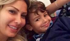 كريستينا صوايا تصوّر وثائقيّاً عن لبنان وتنشر صوراً مع إبنيها