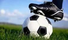 بالفيديو- لاعب كرة قدم ردّ على هاتفه خلال المباراة