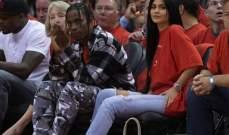 كيلي جينر تشاهد مع حبيبها الجديد مباراة كرة السلة