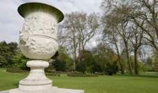 لأول مرة القصر الملكي البريطاني يسمح لأفراد من الشعب بالتنزه في حديقته -بالصور
