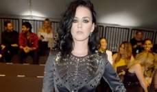 كايتي بيري إلى جانب كايتلين جينر في عرض موسكينو