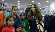 داليا كريم  تدخل فرحة العيد لأسرة تواجه العراء..بالصور
