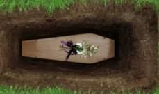 بعد 38 عاماً على وفاتها..إبنة ممثلة مصرية شهيرة تزور قبر والدتها للمرة الأولى-بالصور