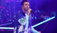 آدم ليفين عرف شهرة واسعة مع Maroon 5.. ودعم شقيقه بمثليته وغنى لهذه القضية