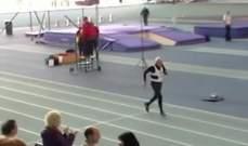 بالفيديو- تسعيني يحطم الرقم القياسي في الركض لمسافة 200 متر