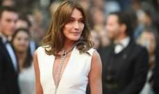 كارلا بروني خطفت الأنظار في عرض الأزياء والفن.. وقلب الرئيس الفرنسي