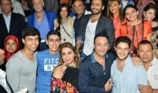 """خاص بالصور - تامر حسني يحتفل مع أبطال """"أهواك"""" ويهرب من الصحفيين"""