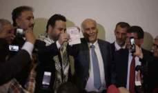 عاصي الحلاني يُمنَح جواز السفر الفلسطيني في عمّان