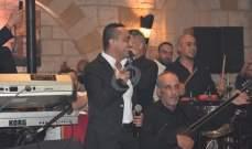 خاص بالصور- علي الديك ينثر أجواء الدبكة والمواويل في عيد الفطر