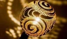 ثمرة جوز الهند تتحول لمصابيح كهربائية ساحرة.. بالصور