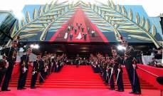 """ممثلة لبنانية ترفع شعار """"أوقفوا العدوان على غزة"""" على السجادة الحمراء في مهرجان كان"""