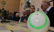 العلماء في روسيا يبتكرون روبوت لتسلية المسنين