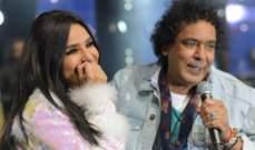 """بالصور- أمينة تعانق محمد منير وتغني معه """"وسط الدايرة"""""""