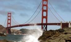 """""""أسد بحر"""" ينقذ رجلاً حاول الانتحار من على جسر بولاية كاليفورنيا"""