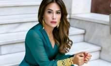 بالصورة- هند صبري تسلّّم جائزة فاتن حمامة لهذه الممثلة