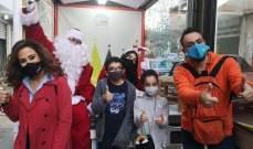 أندريه ناكوزي وأسعد حطاب وبابا نويل يقدمون هدايا الميلاد للأطفال-بالصور