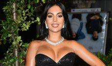 جورجينا رودريغز بموقف محرج.. فستانها يسقط عن صدرها- بالصورة