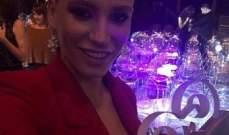 """التركية نسيم تتألق خلال تسلّم جائزة """"إمرأة العام"""""""