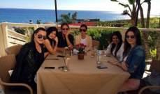 بروس جينر يحتفل بعيد ميلاده الـ65 بين فتياته الجميلات