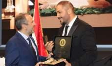 بالصور- رامي عياش يُمنح أرزة ذهبية من وزارة الخارجية والمغتربين