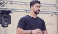 """بالفيديو..مينا عطا يرتدي قميص عابد فهد في كليب """"عنقود العنب"""""""