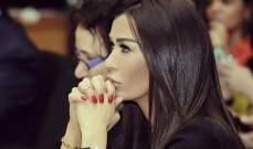 جيسي عبده تقرأ فنجان نادين الراسي في محاولة تبصير فاشلة