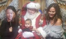 إبنة جون لجند وكريسي تايغن تزور بابا نويل للمرة الاولى