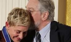 إيلين دجينيريس تبكي وروبرت دي نيرو يواسيها